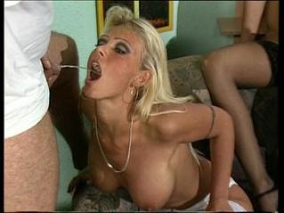 babe  peeing  woman