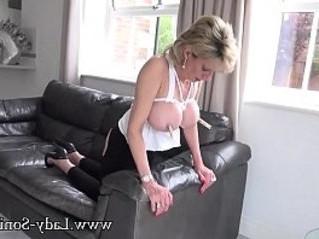 lady  mature  tits