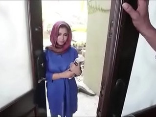 arab  huge tits  maid